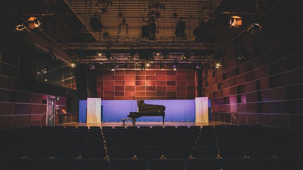 Blick auf den leeren Veranstaltungssaal des ARD-Musikwettbewerbs. | Bild: BR/Max Hofstetter