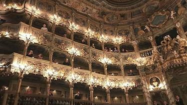 Zuschauer im Markgräflichen Opernhaus in Bayreuth | Bild: BR/Peter Jungblut