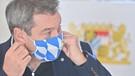 20.10.2020, Bayern, München: Markus Söder (CSU), Ministerpräsident von Bayern, nimmt zu Beginn der Kabinettssitzung in der Bayerischen Staatskanzlei seine Maske ab.  Die wöchentliche Kabinettssitzung ist in den geräumigen Kuppelsaal verlegt worden. Das Kabinett befasst sich im Schwerpunkt mit den Folgen der Corona-Pandemie. Foto: Peter Kneffel/dpa +++ dpa-Bildfunk +++ | Bild: dpa-Bildfunk/Peter Kneffel