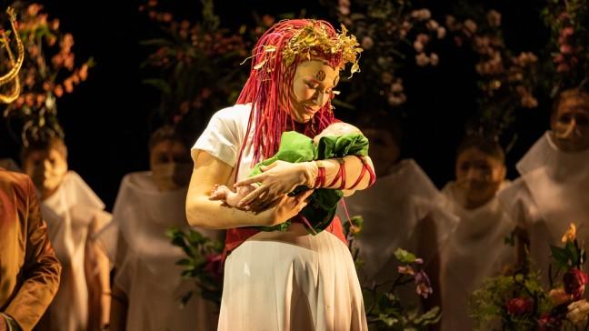 """Kritik – """"Oedipe"""" von George Enescu in Paris: Was der Kostümfundus so alles  hergibt   Aktuell   BR-KLASSIK   Bayerischer Rundfunk"""