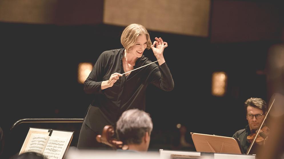 Die Dirigentin Joana Mallwitz
