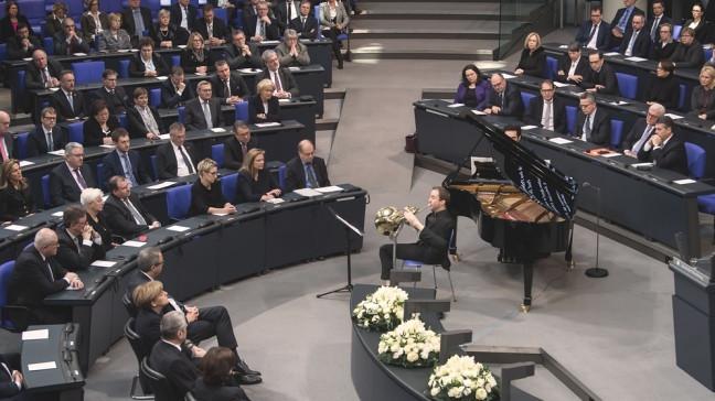 Felix Klieser Spielt Am Holocaust Gedenktag Das Unvorstellbare Vor