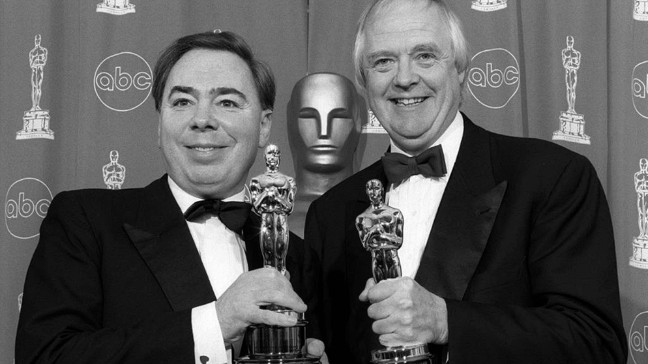 "Andrew Lloyd Webber(L) und  Tim Rice(R) mit ihren Oscars, die Sie für den Song ""You must love me"" aus dem Film ""Evita"" gewonnen haben. 