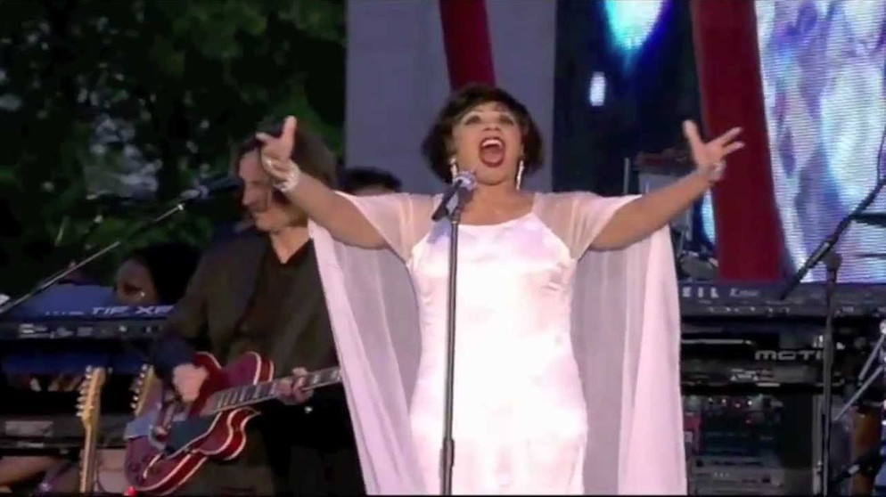 Diamonds Are Forever: Dame Shirley Bassey. The Queen's Diamond Jubilee Concert, London [HD] | Bildquelle: Rob Horton (via YouTube)