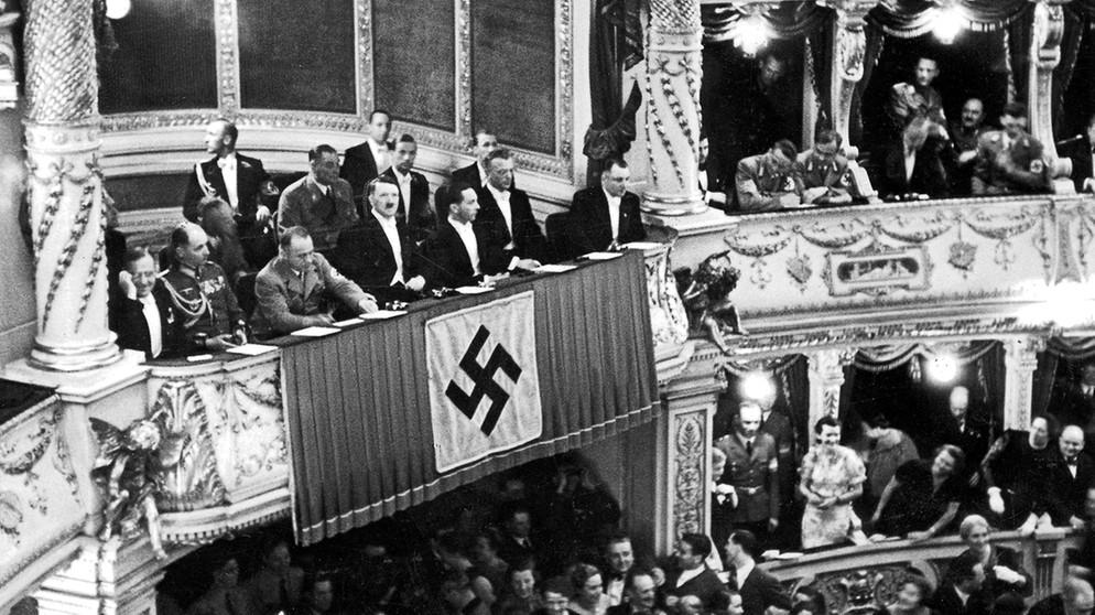 Citaten Hitler Sebenarnya : Citaten hitler xl adolf die basis für hitlers weg