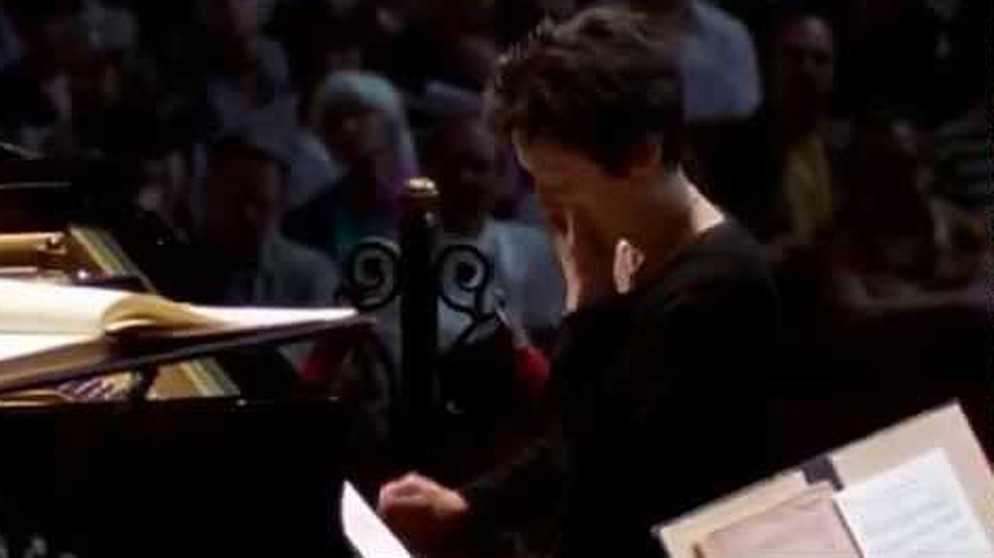 Maria Joao Pires expecting another Mozart concerto during a lunch-concert in Amsterdam | Bildquelle: Alex Golovin (via YouTube)