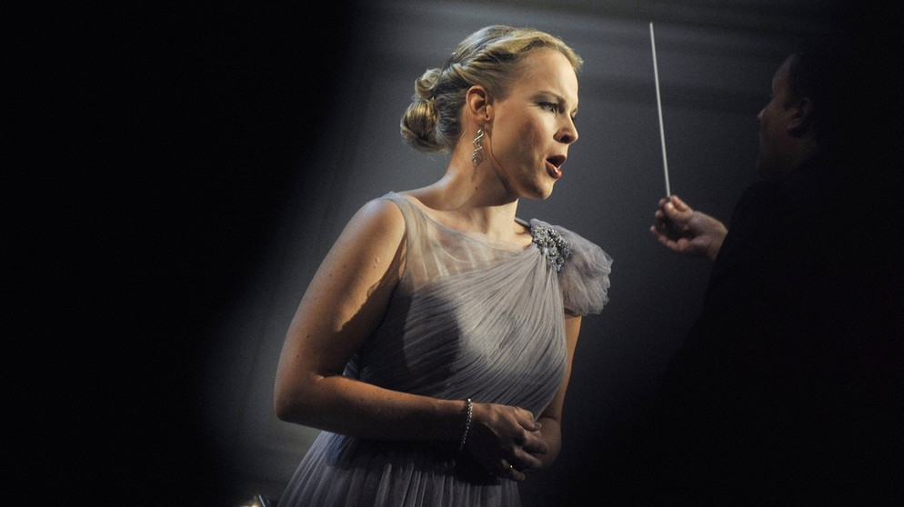 Ouvir Elina e admirar como ela usa seu maravilhoso instrumento musical é lembrar-se das origens naturais do canto. Foto: Bildquelle /CTK.